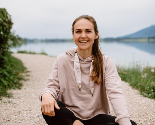 Kinderyogalehrerin Eva Nowaczek