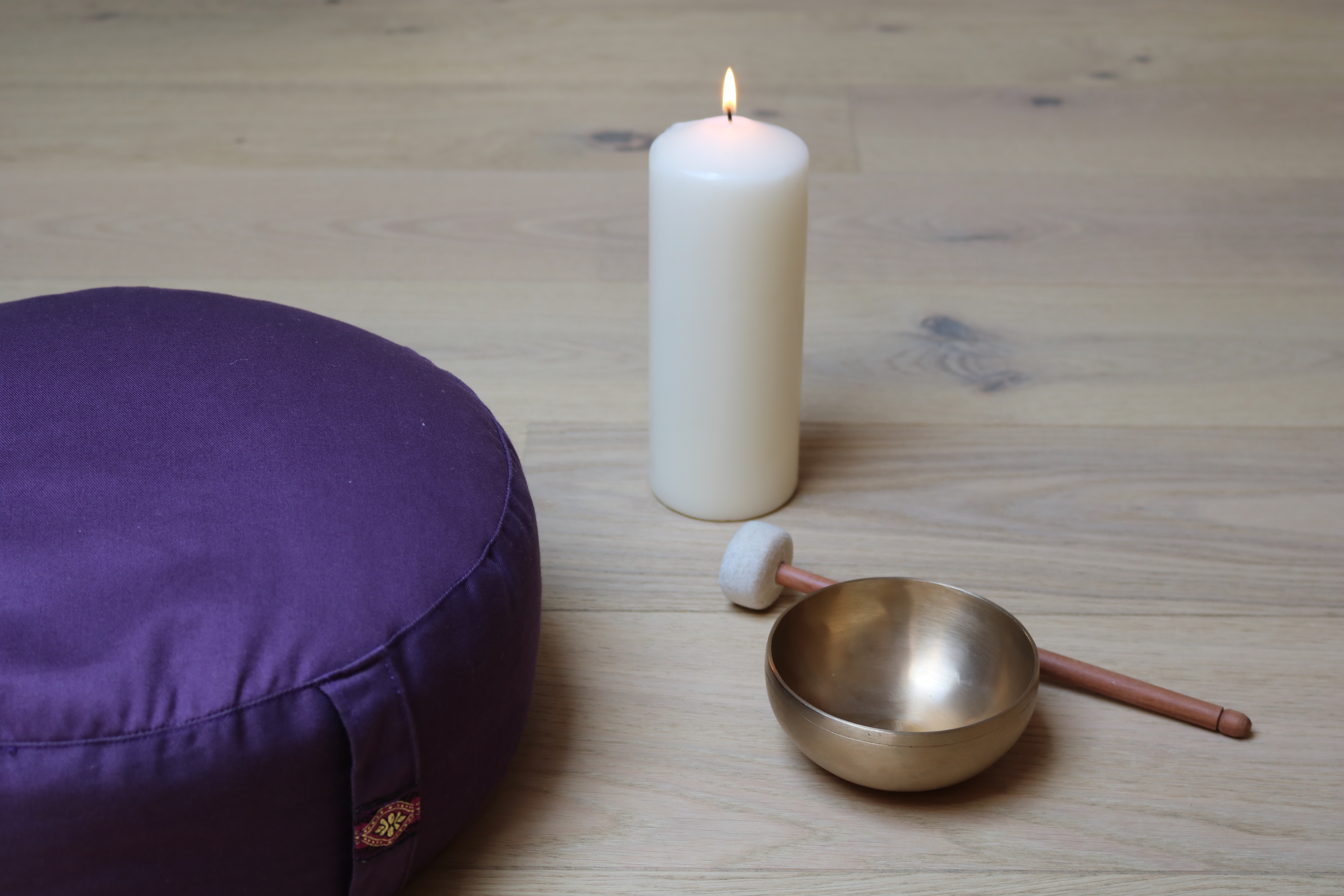 Kinderyoga - Tratak mit einer Kerze
